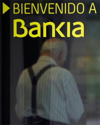 La nacionalización de toda la banca asistida con dinero público crearía el mayor grupo bancario de España. Que se utilice ese dinero para conceder préstamos a bajo interés a familias y empresas.