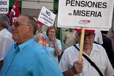 Hemos empezado ya la recogida de firmas para exigir un referéndum vinculante sobre una reforma de la Constitución que blinde el poder adquisitivo real de los pensionistas y prevenga la privatización parcial o total del sistema de pensiones.