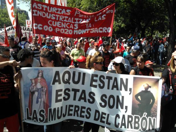 Sólo harían falta 125 millones al año para garantizar la continuidad de las minas. Menos de la suma de las jubilaciones del presidente del BBVA y el consejero delegado del Santander. Y el 0,5% de las subvenciones regaladas a los monopolios eléctricos.