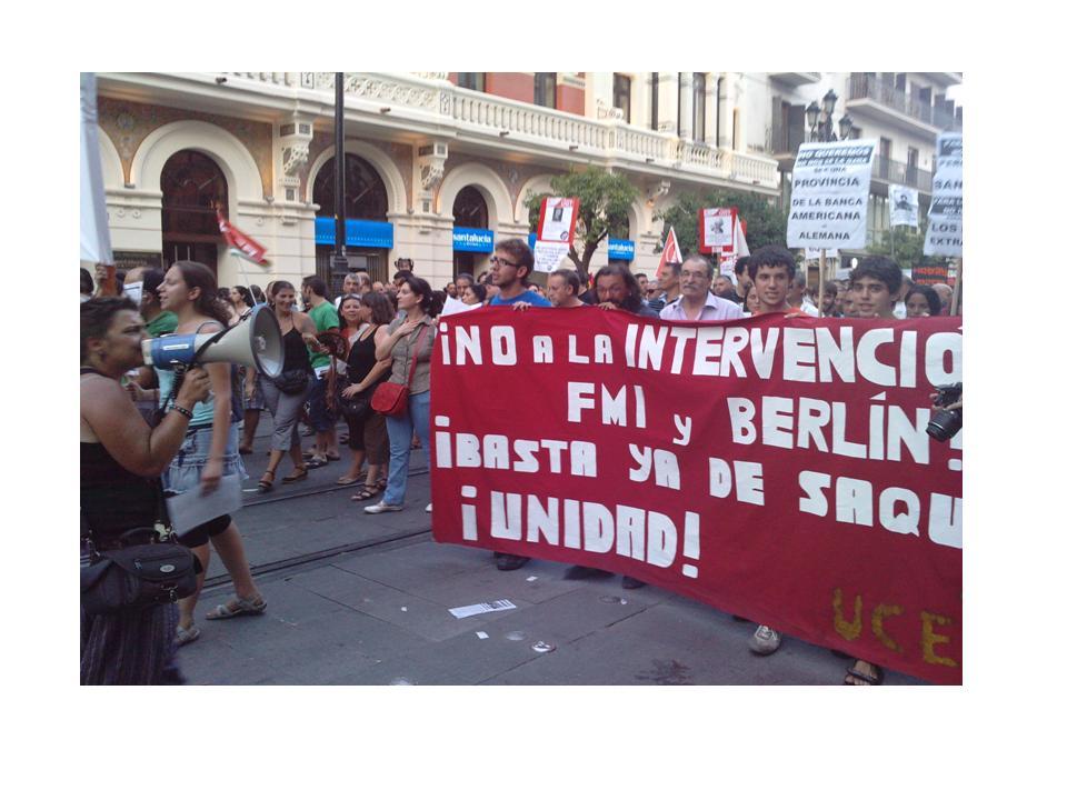 """Pancarta de UCE-Unificación Comunista de España: """"No a la intervención del FMI y Berlín""""."""
