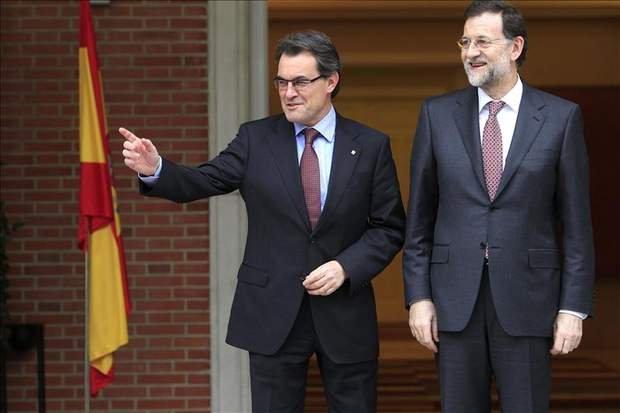 Cataluña prepara una nueva oleada de recortes por valor, dicen, de 800 millones de euros. ¿Por qué? Porque tiene que pagar casi 2.000 millones a los bancos de intereses de la deuda antes de acabar el año.