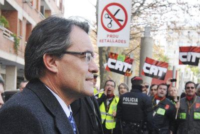 """El """"pacto fiscal"""" que nos interesa a los catalanes es obligar a los que más tienen -a monopolios extranjeros, bancos y a la gran burguesía catalana- a pagar más."""