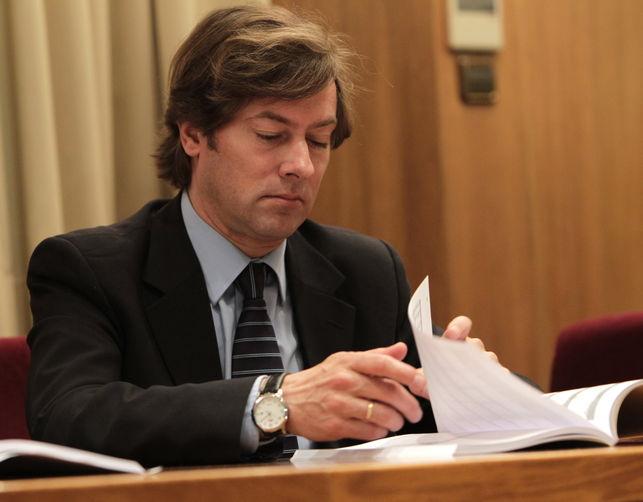 """Las rabiosas declaraciones contra Pedraz, incluso desde sectores del PSOE, no son por dejar libres a los procesados, sino por atreverse en un auto a denunciar """"la decadencia de la clase política"""" y no cerrar filas """"como alto cargo del Estado"""" con el blindaje de los políticos."""