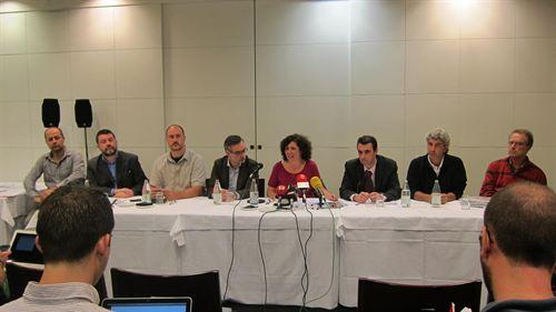 Nuria Suárez, representante de Unificación Comunista de España, dando lectura al manifiesto unitario