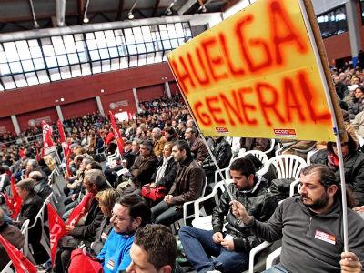 Y si las gigantescas manifestaciones en Portugal se hicieron hace dos semanas al grito de ¡Qué se joda la Troika!, poniendo al FMI y a Merkel en el blanco de su lucha, el 14-N se trata de hacer lo mismo en España.
