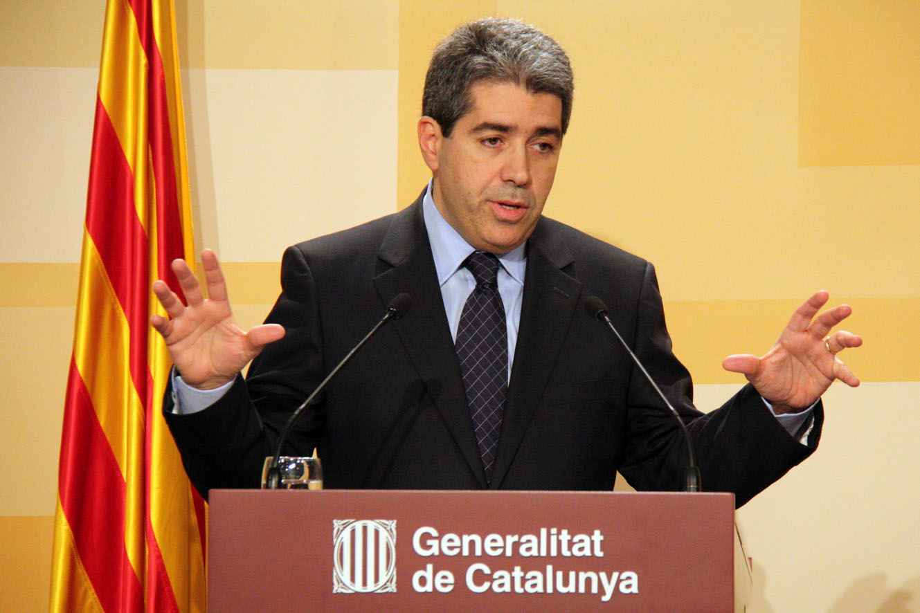 Homs sabe que lo que los ciudadanos no aceptamos es que nos atraquen en catalán. Ni en castellano, ni en inglés ni en alemán.