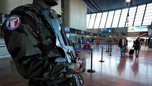 Arrogándose unilateralmente el derecho a enviar a sus ejércitos allí donde considera que sus intereses imperialistas están amenazados, Francia interviene militarmente en Mali, como hizo Bush en Irak, y a todo el mundo le parece bien.