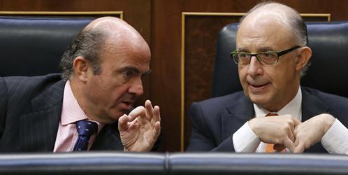 La remodelación del gobierno, con la salida de Montoro, Mato y algún otro ministro, reforzaría de entrada a De Guindos, auténtico ariete del hegemonismo dentro del gobierno, que ha dado muestras sobradas de estar en sintonía con el FMI y Bruselas.