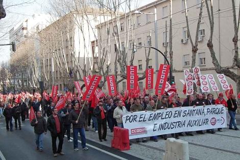 En Linares más de 20.000 personas se manifestaron pidiendo un plan industrial.