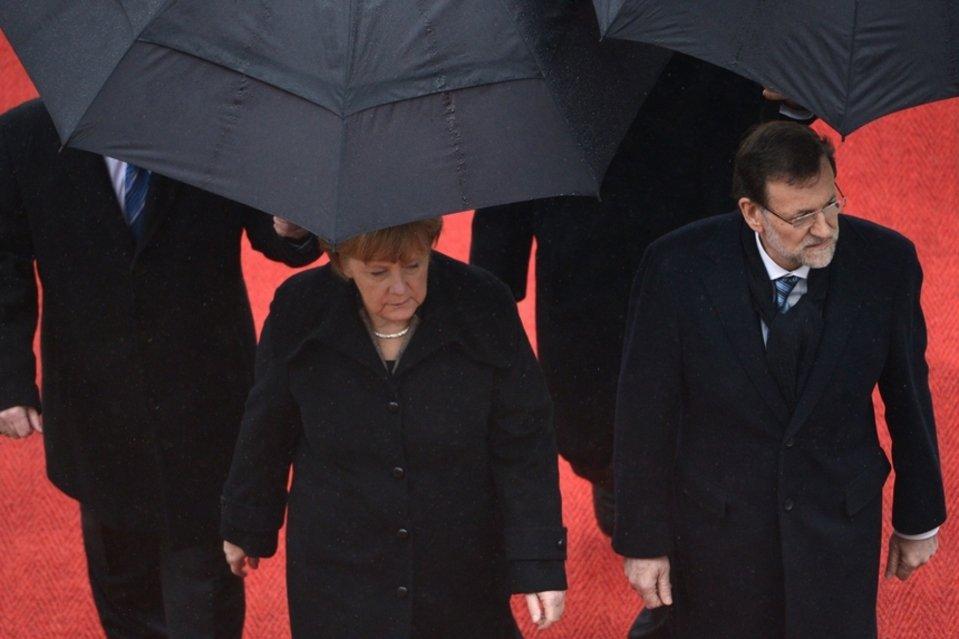 Washington y Berlín advierten a Rajoy que, de no seguir sus mandatos, pueden volver a utilizar la prima de riesgo como una soga que asfixie la economía española.