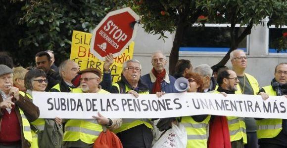 La Unión de Pensionistas de Valencia, estima que 1 de cada 3 jubilados mantiene a sus hijos en paro y a sus nietos, con pagas que a veces no llegan a los 400 euros al mes.