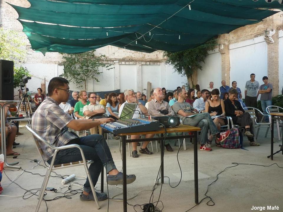 """Miguel Yasuyuki Hirota. III Encuentro de Monedas Sociales en el """"Patio de Ruzafa"""" de Valencia. (FOTO: Jorge Mafé)"""
