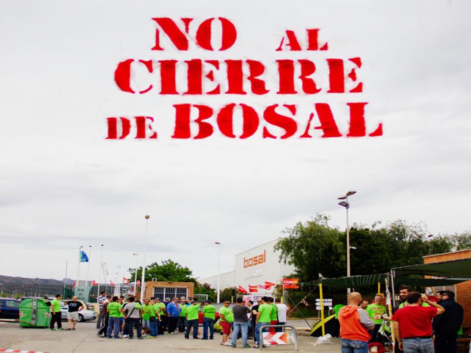 Los trabajadores de Bosal y su Comité de Empresa han vuelto a instalar un campamento permanente a las puertas de la fábrica. Intensificarán la lucha social y su actividad para que se reabra la planta 47.