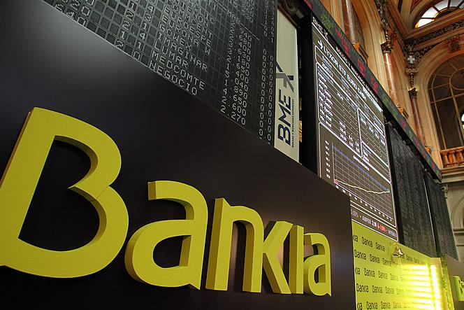 El rescate de ambas entidades ha costado mucho, muchísimo. Oficialmente el rescate a Bankia fue de 23.500 millones de euros, pero luego los peritos del Banco de España desvelaron que la cifra ha sido mucho mayor: 46.000 millones.