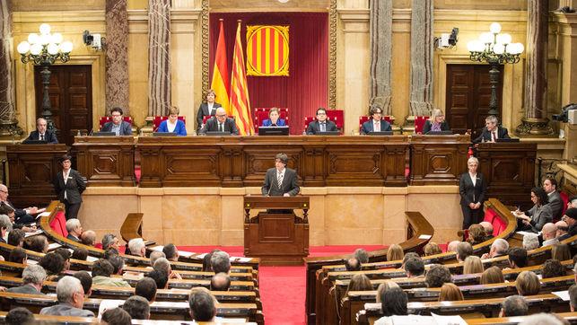 El escándalo antidemocrático perpetrado hoy en el parlament catalán no tiene precedentes, y ha provocado unánime indignación de toda la oposición.