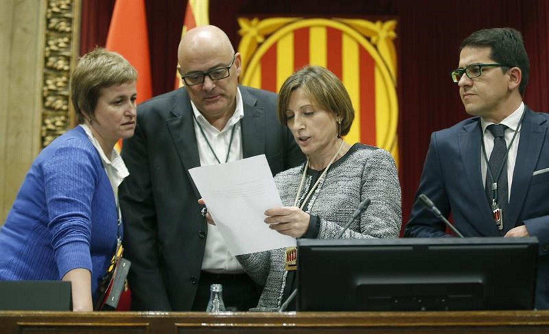 Puigdemont, como antes Mas, han sido los más adelantados en ejecutar recortes en sanidad, educación, ayudas sociales... Ahora sabemos que también son los que más lejos quieren llegar en recortar la democracia.