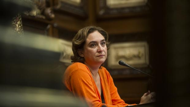 Los principales ayuntamientos catalanes dan la espalda al 1-O