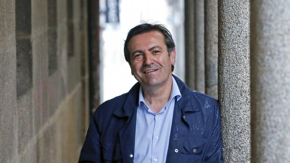 Luís Bará Torres, nacido en Vilaboa en 1965, es diputado del BNG además de filólogo y profesor de gallego. Entre 2005 y 2009, fue Director General para la Difusión Cultural del Departamento de Cultura de la Xunta de Galicia.