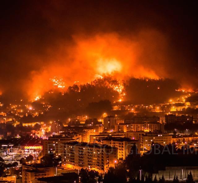 Galicia no está ardiendo, la están quemando