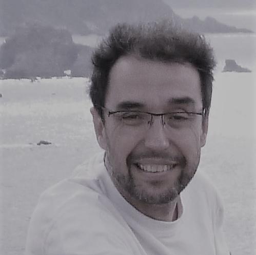 """Juan Carlos Torres Ochoa desarrolla un trabajo interdisciplinar entre la música, el teatro y la poesía. Profesor titular de Armonía y Fundamentos de Composición, actualmente en el Conservatorio Profesional de Música """"Federico Moreno Torroba"""" de Madrid. /Autor de la obra poética:  Sin párpados, Marzo súbito (poemas del 11-M) y Vía Subterránea."""