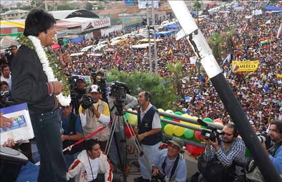(EFE) El presidente de Bolivia, Evo Morales, cerró hoy en la ciudad de Cochabamba, su campaña a favor del proyecto de Constitución
