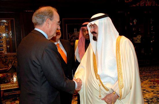 El rey  Abdullah bin Abdulaziz de Arabia Saudí recibe al enviado de los Estados Unidos en Oriente Medio George Mitchell en el Palacio Real en Riad. EFE