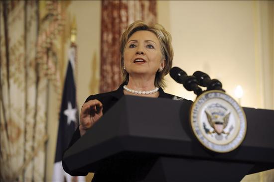 La administración Obama, con Hillary Clinton a la cabeza, deberá encontrar un hábitat adecuado para el resurgir del oso. (EFE)