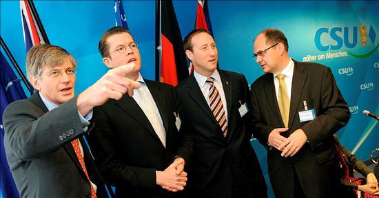 Algunos representantes de la delegación norteamericana llegando a Munich. EFE