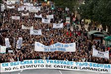 Manifestación en Murcia en defensa de la continuidad del trasvase Tajo-Segura (Foto: EFE)