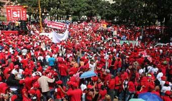 Una de las muchas manifestaciones en apoyo al SI que han llenado las avenidas de Caracas. (Foto: TeleSUR)
