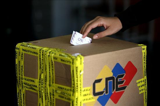 El pueblo de Venezuela vota hoy la reforma constitucional. (EFE)