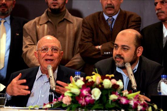 """El """"número dos"""" de Hamás, Musa abú Marzuk y ex primer ministro de la Autoridad Nacional Palestina (ANP) Ahmed Qurea. (EFE)"""