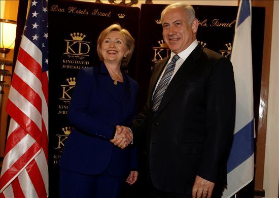 La secretaria de Estado de EEUU, Hillary Clinton, y el designado primer ministro y líder del Likud, Benjamín Netanyahu.(EFE)