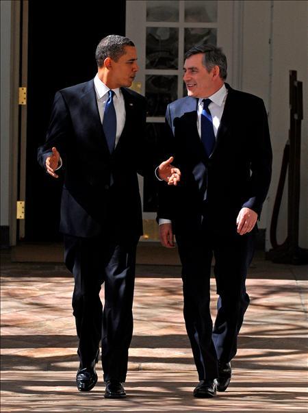 El presidente de Estados Unidos, Barack Obama (i), junto al primer ministro británico, Gordon Brown.(EFE)