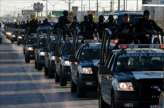 Mil agentes federales que se sumarán a los 3.000 soldados enviados el fin de semana. Un paso mas a la militarización de la zona reclamada por EE UU.(EFE)