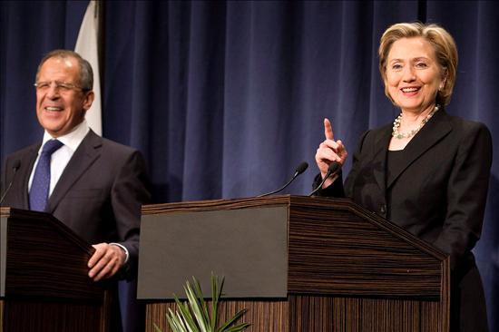 La secretaria de Estado estadounidense, Hillary Clinton, y el ministro ruso de Asuntos Exteriores, Sergey Lavrov.(EFE)