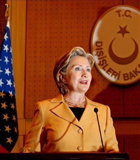 La secretaria de Estado estadounidense, Hillary Clinton, durante la rueda de prensa que ofreció junto al ministro de Asuntos Exteriores turco, Ali Babacan.(EFE)