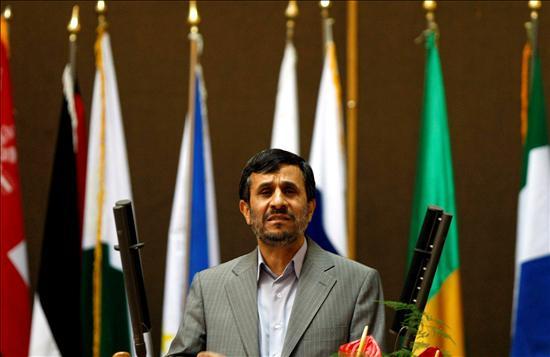 El presidente irani, Mahmud Ahmadineyad, se pronuncia durante la ceremonia de inauguración de la conferencia internacional de apoyo al pueblo palestino, en Teherán.(EFE)