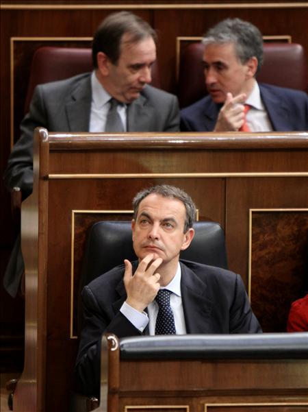 (EFE) Muy mal debe estar viendo las cosas Zapatero para llamar apenas pasado el día de las elecciones a Rajoy.