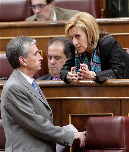 (EFE) Rosa Díez, en el Congreso de los Diputados, la defensa de la unidad nacional para hacer frente a la crisis.