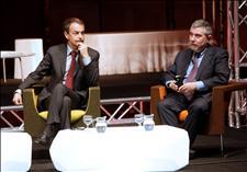 Zapatero con el premio Nobel de Economía, Paul Krugman. (Foto: EFE)