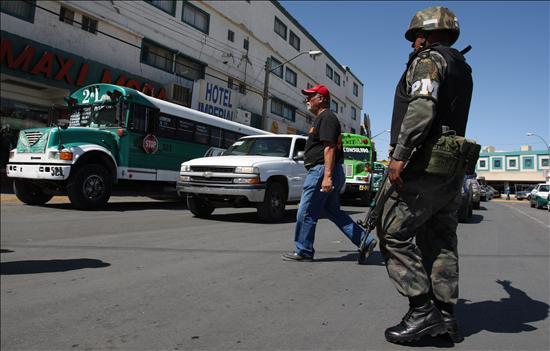Los Estados Unidos busca extender su presencia militar y su hegemonía en la región, y lo ha hecho bajo el modelo, de la guerra contra el terrorismo y la militarización de la frontera, y ahora en la guerra contra el narcotráfico.(EFE)