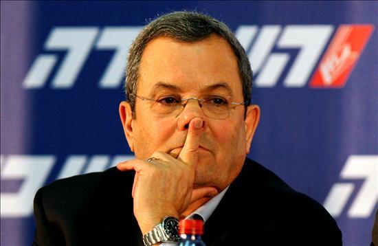 El ministro de Defensa saliente y líder del Partido Laborista israelí, Ehud Barak, durante la tensa y agitada reunión del Comité Central del Partido Laborista en Tel Aviv. EFE