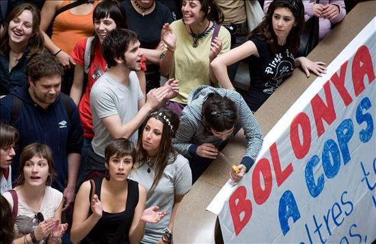 Asamblea de estudiantes en la Universidad de Valencia hace dos días. Una de las protestas estudiantiles que se multiplican contra Bolonia.