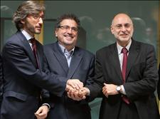 El representante del PP Iñaki Oyarzábal  y los del PSE-EE, Jesús Eguiguren y Rodolfo Ares. (Foto: EFE)