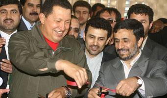Hugo Chávez, presidente de Venezuela, y Mahmoud Ahmadinejad, presidente de Irán, en Teherán. (Foto: TeleSUR)