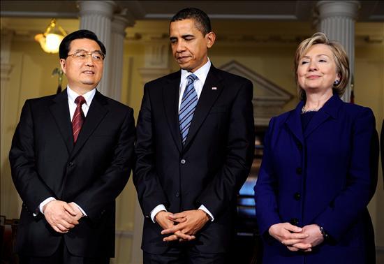 Algunos economistas chinos advirtieron a las autoridades de no comprometer fondos al FMI antes de que Estados Unidos pierda su derecho de veto. De lo contrario seria como poner al zorro a vigilar el gallinero.(EFE)