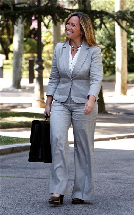 La nueva ministra de Sanidad y Políticas Sociales, Trinidad Jiménez, a su llegada al Palacio de la Moncloa.