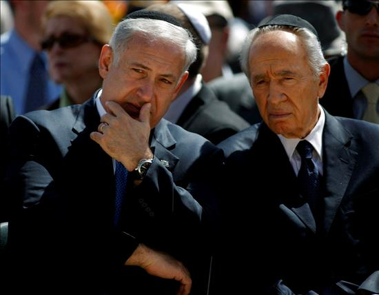 El primer ministro israelí, Benjamin Netanyahu , junto al presidente, Simón Peres.(EFE)