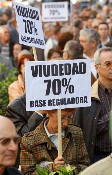 23/04/09 manifestación convocada por la Federación de Pensionistas de Madrid, por el franco empeoramiento de su situación con la crisis.